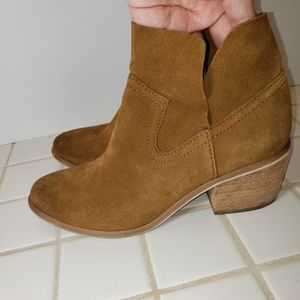 BP BRICE Notched Bootie Tan Suede Ankle Boot 7 EUC